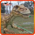 Maquetas de dinosaurios a tamaño natural en una zona interactiva