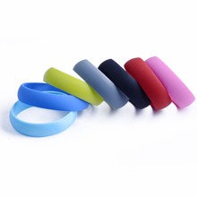 2014 Glow in dark wristbands / silicone wristbands customized logo on/ own designed silicone wristbands