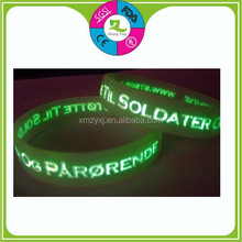 promotional gifts merry christmas newest cheap fashion custom rubber silicone glow bracelet
