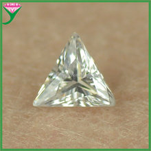 Hot sale AAA grade white right triangle cut man made loose cz stone