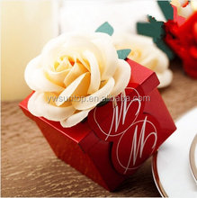 Hot selling red wedding favor box with flower tinplate candy gift box