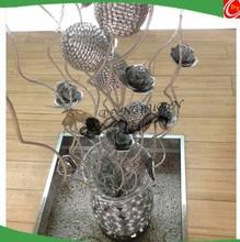 Flores de metal artesanía con florero y de la mariposa casa u hotel adorna