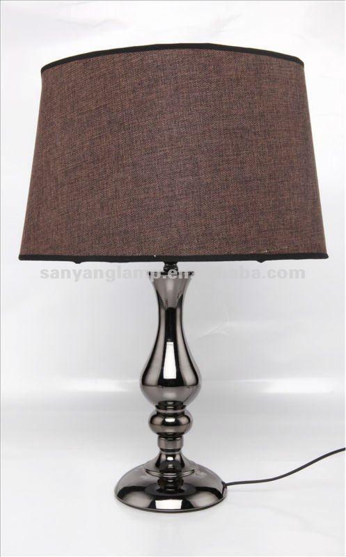 Moderne lampade da tavolo per camera familiare for Costruito in armadi per camera familiare