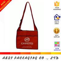 2015 fashionable logo printed long handle shoulder non-woven led bag with velcro closure