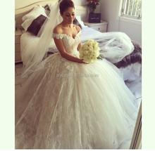 2015 Elegant Saudi Arabia Designs Off the Shoulder lace wedding dresses sexy v neck Appliqued Puffy Princess Wedding Bridal gown