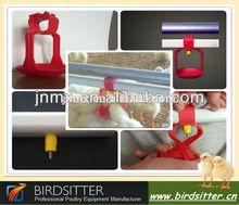 Instalar bebederos automáticos para pollos
