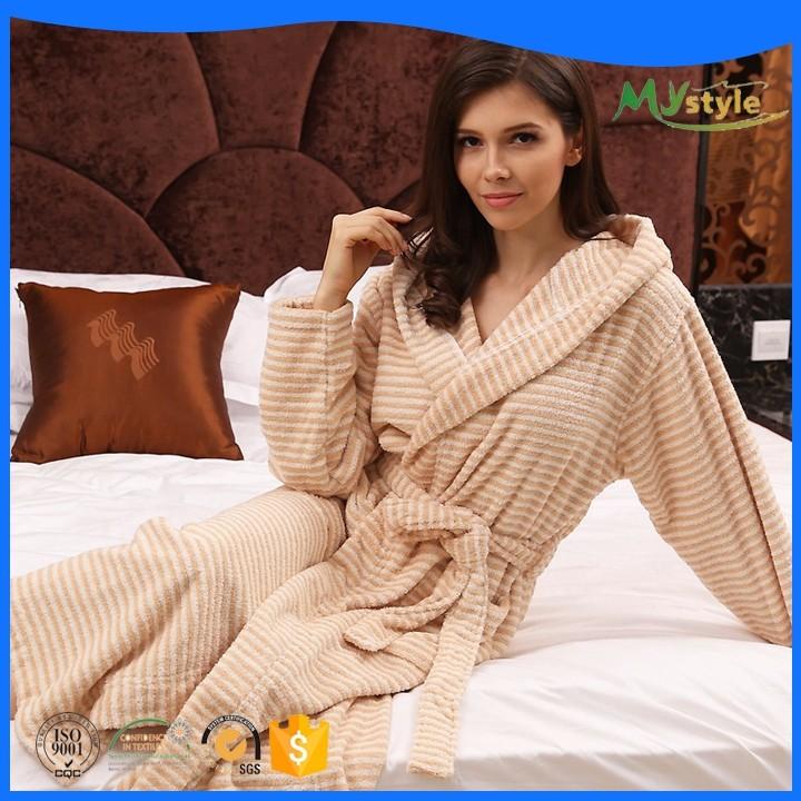 Haute qualité soft touch couleur personnalisée logo pas cher coton hôtel peignoir avec capuche