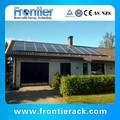 sistemas de electricidad solar inclinado sobre el techo de lata