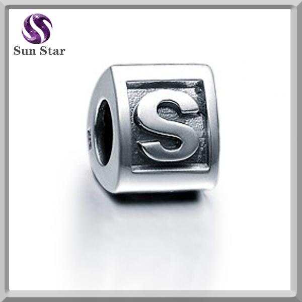 China fornecedor de alta qualidade por atacado 925 prata letra do alfabeto S pingente jóias