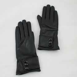 2016 new season fashion design with black button lady leather gloves