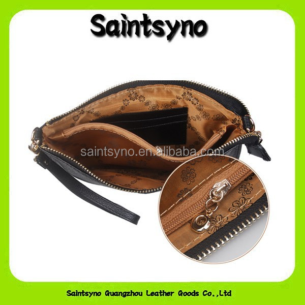13071 Black leather ladies hand purse with wrist