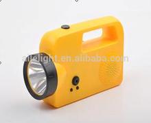 Venta al por mayor creativa de la manivela linterna portátil con la Radio