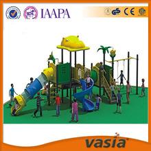 Columpio y tobogán juegos al aire libre para los niños en edad preescolar