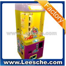 dulces de chocolate mini aceptador de monedas de juguete grúa garra máquina expendedora de juego para la venta para