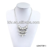 3 Layered row pearl pendant necklace aroma pendants