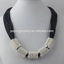 negro cadena de cuerda de la cera con cuatro tubos de cobre