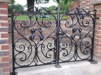 2014 Top-selling modern sliding wrought iron gate design for drive way
