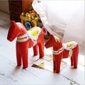 الإبداعية زكا dala تعيين فراش الزفاف الحلي الحصان الحصان الأحمر الساخن خشب يدوية نحت الحصان