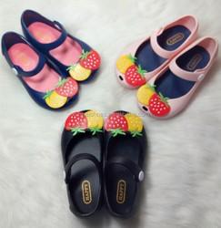 Mini Melissa Shoes 2016 Summer Girls Sandals Beach Shoes Kids Girls Shoes Strawberry Jelly Melissa Children Sandals13-15.5cm