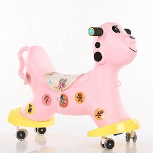 Eco-friendly bambini farcito quattro ruote blu cavallo a dondolo