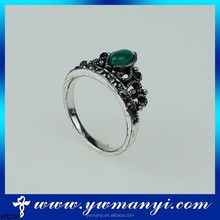 2015 high quality couple fashion popular green stone crown beauty women rings with wholesale