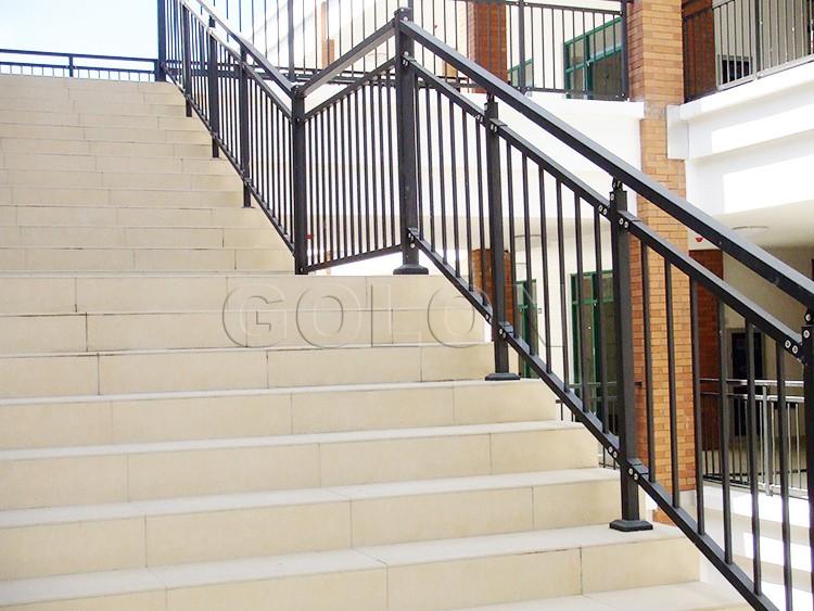 Rampes d 39 escalier en plein air prix ext rieure balustrades for Prix escalier exterieur en acier galvanise