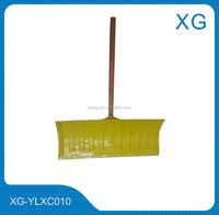 Plastic push snow shovel/ Snow shovel with wooden handle