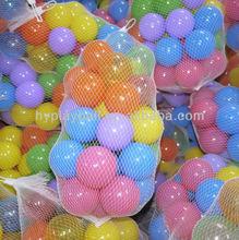los niños de juguete jugar las bolas