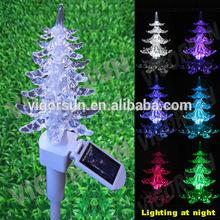 energía solar cambio de color del árbol de navidad la luz