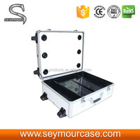 Rolling Studio Makeup Case Mirror Lighted In White Colour
