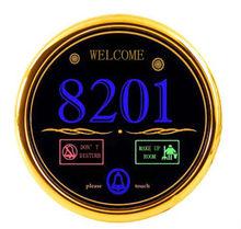 puerta de la habitación número de placas