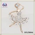 china atacado bonito bling jóias partido menina dançando em forma de broche pin design de convite de casamento