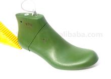 Plastic shoe last for fashion Crack patent Leather men shoes