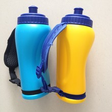 Outdoor durable PE water bottle decorated with colorful handle