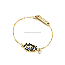 Europe and the United States jewelry fashion personality woman eyes a bracelet