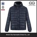 la última para hombre de moda de invierno con capucha azul marino chaqueta acolchada