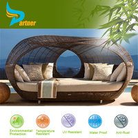 DAY BED OUTDOOR RATTAN WICKER/Outdoor Daybeds Rattan