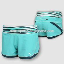 el funcionamiento de la mujer pantalones cortos