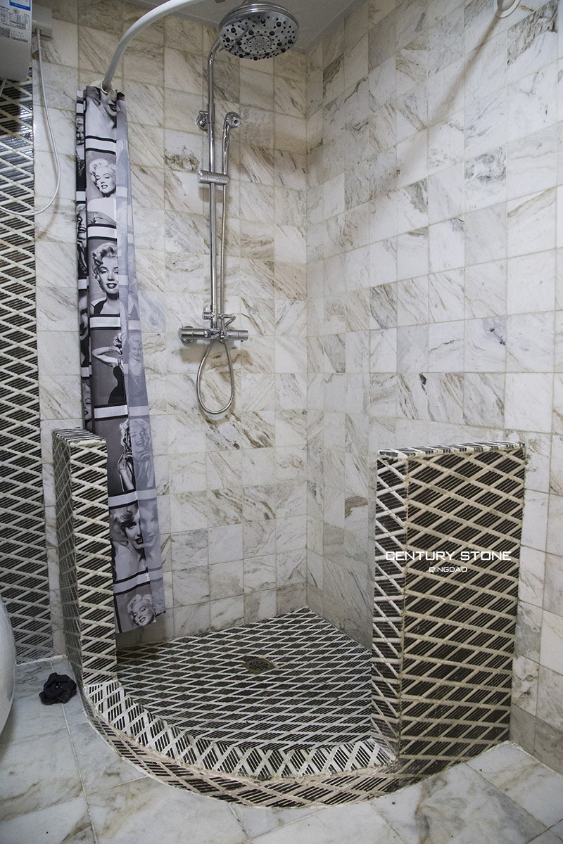 Badkamer ontwerp marmeren tegels mozaïeken anti  slip zwart en wit ...