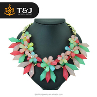 High Quality European Fashion Women Multi Color Crystal Resin Flower Short Necklace