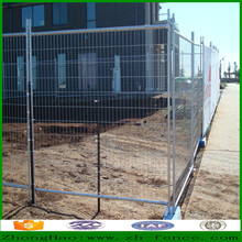 Hot dipped galvanized and PVC coated welded steel tube temporary fence and crowd control barrier