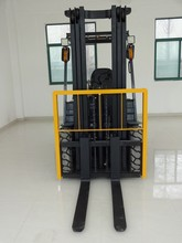 Brand New 2.0 ton gasoline forklift truck with Nissan k21 engine sell well