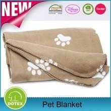The dog cat pet warm soft fleece dog blanket