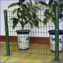 Powder coated Metal fence with Round post