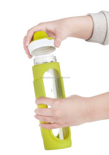 SINOGLASS trade assurance with silicone sleeve 500ml borosilicate glass fruit infuser water bottle
