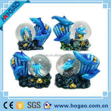 Lovely Snow Globe Ball, Made of Glass and Resin, OEM Orders are Accepted