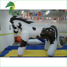 Attraente più popolare custom large fumetto gonfiabile bianco& nero cavallo per la vendita
