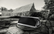 3D stereo surround triangle Bluetooth speaker CSR4.0 ultra subwoofer