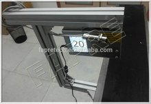 Usa FAPRE S300 la Impresora de inyección de tinta para imprimir lafecha terminada y una serie de número