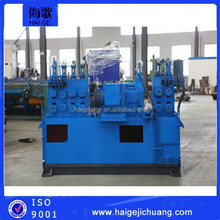 Bar peeling machine with automatic loading and unloading table